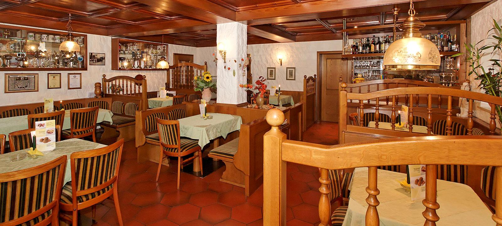 großzügige Gaststube - Pension im Dreiburgenland
